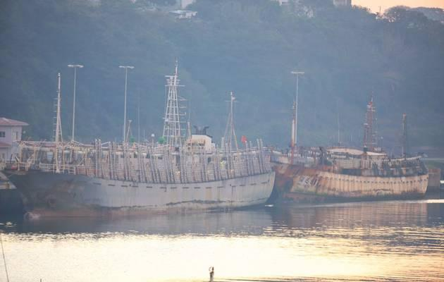 """Legal"" Chinese fishing vessel with 600 tons of squid that ran away from our coastguard"